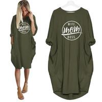 Tshirt della moda per le donne Pocket Wife Mom Letters Stampa Tshirt Plus Size Top Graphic Tees Donne fuori dalla spalla