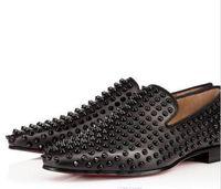 Diseñador de moda de lujo Marca Negro Brillos Picos Tachonados Mocasines Inferiores Rojos Zapatos Hombres Pisos Fiesta de bodas Vestidos de caballero Zapatos Oxford