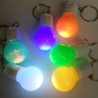 Fabrika Sıcak LED Renkli Flaş Anahtar Fob Yanıp Sönen Ampul Kolye Yaratıcı Pratik Etkinlikler Küçük Oyuncak Hediyeler