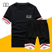 Yeni Moda Set Erkekler Avrupa Boyutu 2019 Yaz 2 ADET Eşofman Erkek Casual Kısa Kollu T Gömlek + Şort Set Plaj Suits Sportswears