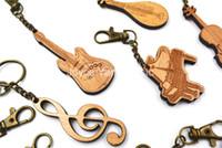 Niko Drewniana zakrzywiona gitara / bębna / fortepian / skrzypce / francuski róg / pipa / erhu brelok klasyczny nowoczesny naród instrument muzyczny pierścień