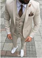 2020 Beige Wedding Tuxedos Groomsmen Slim Fit Best Man Blazer Formal Business Three Pieces Men Wear (Chaqueta + Pantalones + Chaleco + Corbata)