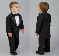 2020 ليتل بوي الرسمية الدعاوى العشاء Tuxedos أسود رفقاء العريس الأطفال لارتداء بدلة حفل الزفاف حفلة موسيقية (السترات والسراويل)
