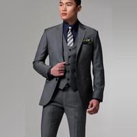Пользовательские два кнопки темно-серый жених смокинги с зубчатым отворотом Лучший мужской костюмы Groomsmen мужские свадебные костюмы (куртка + брюки + жилет) DH6227