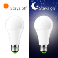 / Kapalı Lambası Dawn Ampul 7W AC220V 110V IP44 Açık Sundurma Işıklar Gece Işığı Akıllı Otomatik Yeni LED Sensör Ampul Dusk