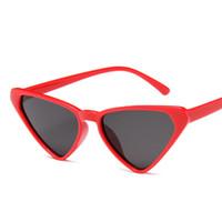 829410beb5 Sexy Pequeño Cateye Triángulo Gafas de Sol Marca Vintage Cat Eye Frame Lente  de Espejo Rojo Gafas de Sol Sombras Verano Playa Gafas UV400