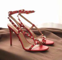 Lusso Tacchi estate sandali delle donne Rockstuds spillo Rivetti cinghietti signore Gladiator Sandals Luxury Fashion Viaggi Sandalias Mujer