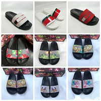 2020 Designer Gummi Sandalen New Floral Brokat Mens Fashion Slippers Rot Weiß Gear Bottoms Flip Flops Womens Slides Casual Flats Slipper