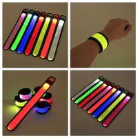 Pulsera LED Sport Slap Strap Strap Bands Light Flash Bracelet Glowng Brazd Strap para el brazalete de concierto de fiesta en Navidad Halloween Juguete