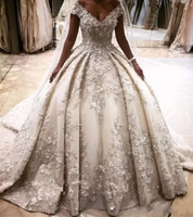 Robes de mariée princesse de luxe robes de bal 3D appliques de fleurs robes de bal gonflées au large de la cathédrale robes de mariage de train d'épaule