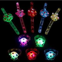 Regali dei bambini Luminous Bracciali illuminazione Gyro braccialetto luminoso rotante a mano Anelli da polso Toy Watch compleanno doni scuola