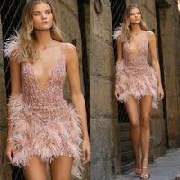 베르타 핑크 칵테일 파티 드레스 스팽글 비즈 럭셔리 깃털 깊은 V 넥 짧은 댄스 파티 드레스 세련된 홈 커밍 드레스 저녁 맞춤 제작웨어