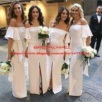 Hermosos vestidos largos de dama de honor blancos 2019 Manga corta Vestidos de dama de honor Dividir frente Barco Cuello elástico Satén Vestido de fiesta de bodas barato