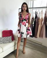 Sexy tiefem V-Ausschnitt kurze zwei Stücke Blumen Heimkehr Kleid mit Taschen Mini Graduation Kleider für Prom Party nach Maß für Mädchen