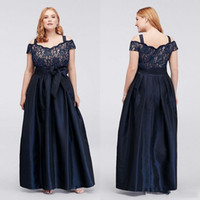 Marina marino oscuro Madre de la madre de la novia Vestidos de encaje fuera del hombro Vestidos de noche con una línea Vestido formal de longitud de tafetán barato
