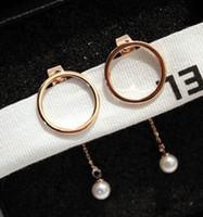 18 천개 로즈 골드 패션 디자이너 형상 원형 펜던트 화이트 진주 드롭 스터드 귀걸이 세련된 여자 여자 매달려 샹들리에
