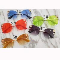 Marque nouvelle 2019 mode femmes Grandes lunettes de soleil cadre sports de plein air dazzle couleur 5 lunettes de soleil UV400 qualité anti-rayonnement MOQ = 10PCS