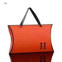 15pcs grande de color naranja regalo Caja de cartón de papel Negro Embalaje Caramelos almohada caja con la manija blanca del cartón bufanda de seda Craft