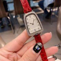 El saatler Rhinestone Elbise İzle gümüş altın bayan deri bilezik Crystal kuvars Saat kız hediye parlayan Kadınlar Lüks tasarımcı Elmas
