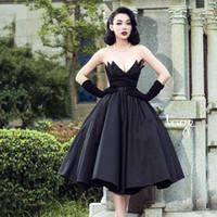 블랙 빈티지 Strapless 이브닝 드레스 공 가운 푹신한 주름 주름 맞춤형 세련된 공식 드레스 Vestidos de Novia V 넥 클래식
