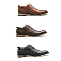 Los hombres zapatos de vestir de patente de cuero genuino mocasines de los hombres negros de marcas formales de la boda zapatos del partido para el hombre apuntaban zapatos de vestir los pies