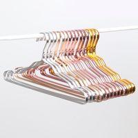 الجملة الفضاء الألومنيوم شماعات الملابس للماء واقية من الصدأ الرف لا تتبع الملابس الملابس دعم المنزلية المضادة للانزلاق شنقا DBC DH0477