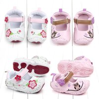 جديد لطيف الرضع حديثي الولادة طفل بيبي بوي طفلة أحذية أطفال الزهور الحيوان شعبي سرير أحذية الرضع طفل Prewalkers الحجم 0-12M