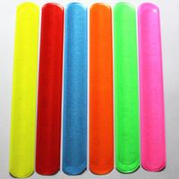100 pcs New Fashion Assorted Cores Magic Ruler Slap Banda Pulseiras R150719 MX190727