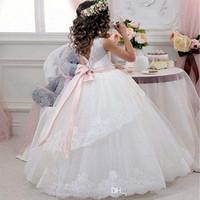 Prinzessin Ballkleid weiße Spitze-Blumen-Mädchen-Kleider für Hochzeiten Günstige 2020 Tüll Gürtel-Bogen-Knoten Individuelle Erstkommunion Kleid-Kleid