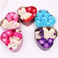 Romantic Rose Soap Flower con Little Cute Bear Doll 3 Rose 1 Bear 9 Rose Heart Box Regali di San Valentino Regalo di compleanno compleanno