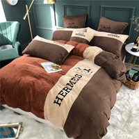 Bordado Cavalo Bedding Sets Brown Moda Leite pano macio Bed Sets Tampa 4 Pieces Top Quality edredon cobrir Suit para o inverno