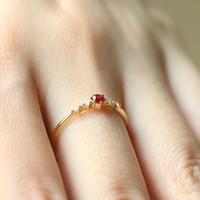 Le donne di modo rotondo rubino diamante Slim anello della fascia 16K Oro Festa di fidanzamento Anello amanti elegante gioielleria regalo
