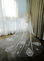 2020 New Cheap Bridal Veils White Ivory Cathedral Length Lace Crystal Appliqued One Layer Bridal Wedding Veil with Combs