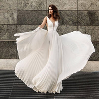 2019 Nuevo Blanco Una línea V Cuello Playa de gasa Vestidos de novia baratos Vestidos nupciales Boho Vestido de boda Nigeria ABITI DA SPOSA H086