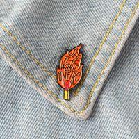 Stellen Sie die Welt auf Feuer Emaille Pins Abzeichen Broschen Spiele Flamme Blaze-Revers-Stift Denim-Hemd-Kragen-Punk Cool Fashion Schmuck Geschenk