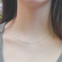 Collana a croce laterale Collana a croce semplice da offerta in argento per ragazze