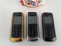 Desbloqueado bar de lujo Teléfono celular mayor Caso V8 tarjeta SIM de doble metal Firma de cuero 8800 Classic Design No hay Gold Camera Mobilephones