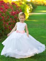 2019 Biała pierwsza komunię sukienki z różową kokardką Neck Księżniczka Party Suknie Lace Aplikacja Tulle Flower Girls Suknie Ślub