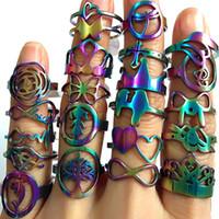 TOP diseño de 50pcs Mujeres Mezcla de moda Anillos del arco iris del partido del acero inoxidable joyería de la vendimia nuevo regalo al por mayor de la porción Tamaño 16-20m