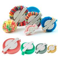4 Strumenti Maker formati / insieme Pompom Fluff sfera Weaver fai da te Lana Filati a crochet Loom Craft insieme di attrezzo