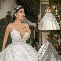 2020 Vintage Robes dentelle bal robe de mariage bretelles spaghetti Appliqued Cour train Backless Custom Made Robes de mariée BeachBA3047