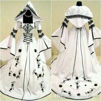 Robes de mariée Vintage celtique noir et blanc avec chapeau Une ligne robes de mariée uniques avec broderie exquise Corset Top Custom Made