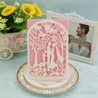 Invitaciones de la boda del corte del láser OEM en 41 colores personalizados con los amantes de las puertas de Tress Flowers personalizados de la invitación de boda # BW-I0310