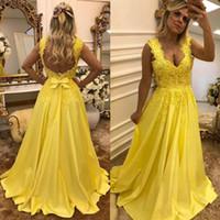 2019 Yellow Prom Dress 레이스 아플리케 진주 저녁 파티와 함께 진주 이브닝 드레스 아가씨 넥 공식 가운