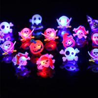Abóbora Luminous dedo anelar Halloween Bat Santo crânio anéis Brinquedos partido plástico engraçado Favors presentes adereços Halloween suprimentos