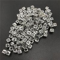 Monili che fanno perline lettera 100pcs 6 millimetri Miscela di alfabeto del quadrato Perle acrilico Perline fai da te Per gli accessori della collana del braccialetto