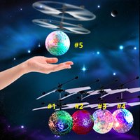 30pcs Fliegen Hell Kugel RC Kinder Fliegen-Kugel Anti -Stress Drone Hubschrauber Infrarot-Induktions-Flugzeugfern Spielzeug steuern