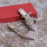 2020 SICAK Tasarımcı Kadınlar Terlik Yaz Slaytlar Ayaklı Popüler Sivri Burun Lady Perçin Sandalet Plaj Flats Ayakkabı EU35-43 Floplar