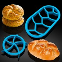 Torta muffa della taglierina Lanch Sandwich Toast del creatore della muffa figura dell'orso auto rotonda torta di pane biscotto cottura Stampi 300pcs T1I2040