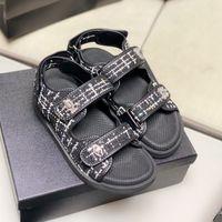Markalı Damalı Döngü Tokaları Sihirli Sopa Platformu Sandalet Lüks Kadın Tasarımcı Sandalet Ayakkabı Butik Boyutu 35 - 40 TicaretBear